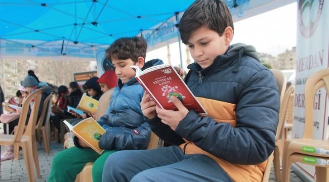 """60 DAKİKALIK """"BİRLİKTE KİTAP OKUMA ETKİNLİĞİ"""" DÜZENLENDİ"""