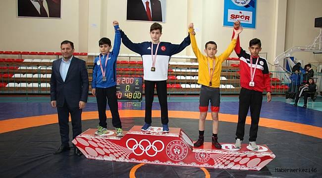 (U15) Küçük Yıldızlar Greko-Romen Grup Şampiyonası İlimizde Yapıldı