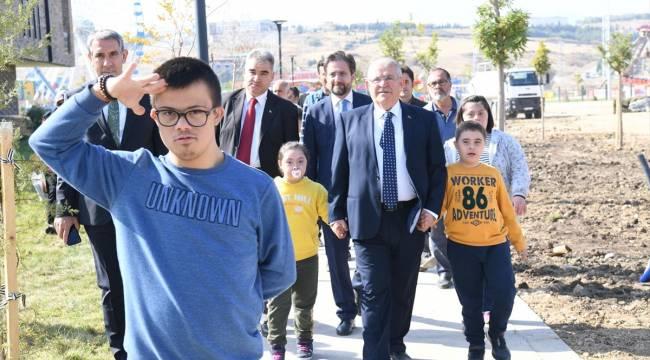 Down sendromlu ve görme engelli çocuklar, EXPO 2023 alanında fidan dikti