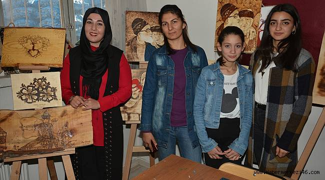 Elbistan'da kadınlar ahşap yakma sanatını öğreniyor