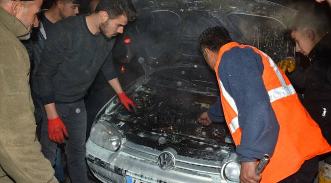 Kahramanmaraş'ta seyir halindeki otomobil yandı