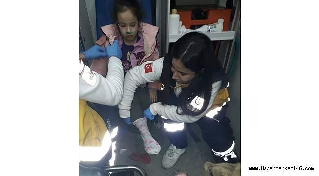 Yangından kurtarılan çocuğa kendi çoraplarını giydiren sağlıkçıya takdirname