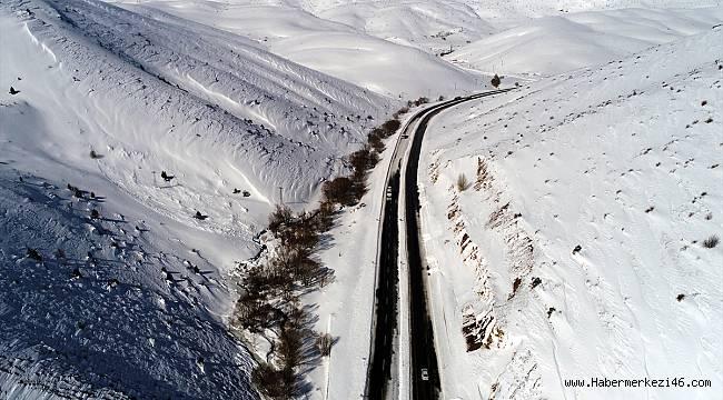 Çığ düşmesi sonucu kapanan Kayseri-Kahranmanmaraş yolu ulaşıma açıldı