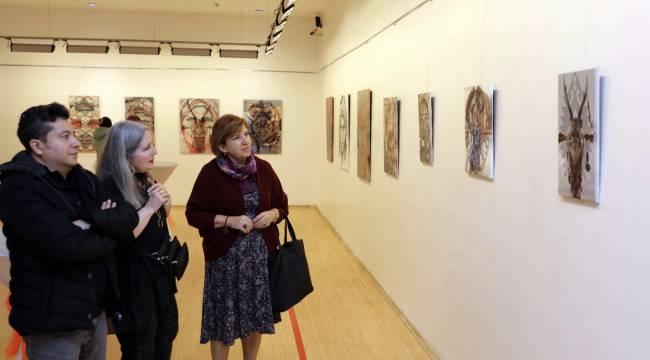 Ressam Nuran Say'ın 'Kam, Kadın, Dokuma Üçlemesi' Sergisi İlgi Görüyor