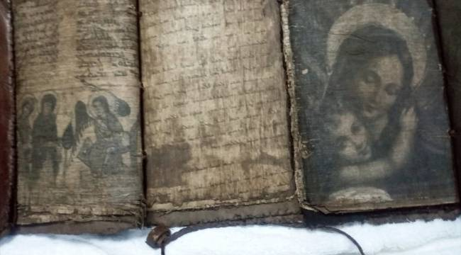 Tarihi eser operasyonunda el yazması 3 dini kitap ele geçirildi