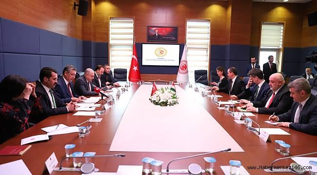 AB, Türkiye'ye İki Yüzlü Davranıyor