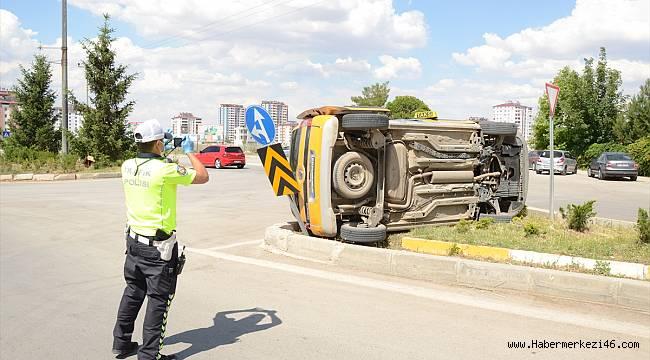 Otomobil ile ticari taksinin çarpışması sonucu 1 kişi yaralandı