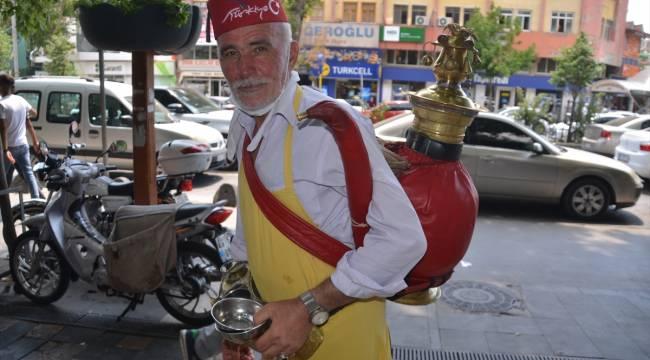 Kahramanmaraş'ta sıcağa karşı dondurma ve meyan şerbeti