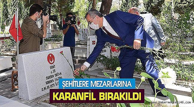 Şehit mezarlarına Karanfil bırakıldı