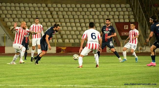 Kahramanmaraşspor sahaya üzerinde 'Sahipsiz takım' yazan siyah tişörtle çıktı