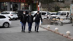 Kahramanmaraş'ta manav ve otopark çalışanını gasbeden iki şüpheli yakaladı