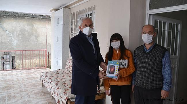 Andırın Belediyesi ihtiyaç sahibi 100 öğrenciye tablet dağıttı
