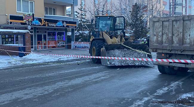 Kar temizleyen iş makinesine çarpan sürücü hayatını kaybetti