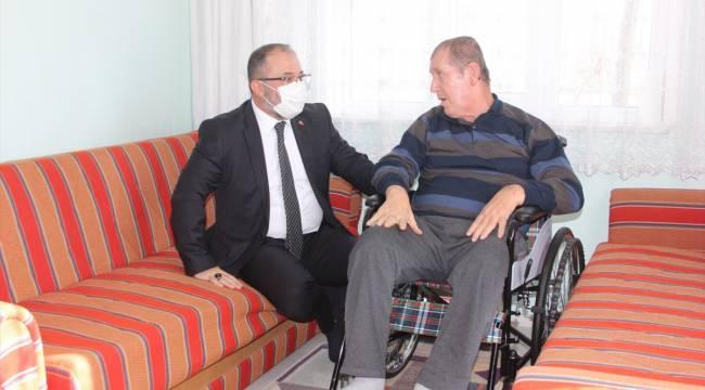Afşin Belediye Başkanı Güven, engelli vatandaşın tekerlekli sandalye ihtiyacı karşıladı