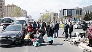 Kahramanmaraş'ta elektrikli bisiklet ile otomobil çarpıştı: 2 yaralı