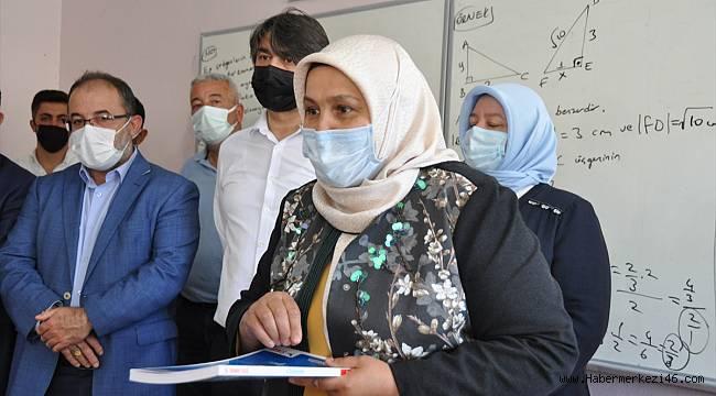 Afşin'de sınavlara hazırlanan öğrencilere kitap desteği