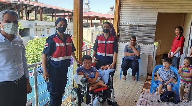 Kahramanmaraş'ta jandarma Engelliler Haftasında aileleri ziyaret etti
