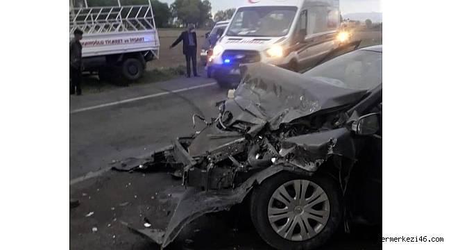 Kahramanmaraş'ta otomobil ile kamyonet çarpıştı: 3 yaralı