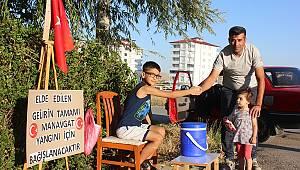 Afşin'de 6.Sınıf Öğrencisi Yangından etkilenenler için Limonata satıyor!