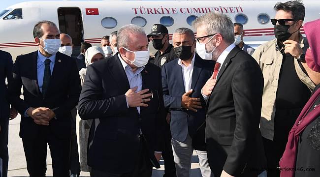 TBMM Başkanı Mustafa Şentop şeref defterini imzaladı